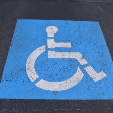 Parchezi pe locurile destinate persoanelor cu handicap? Amenzi și de 10.000 de lei!