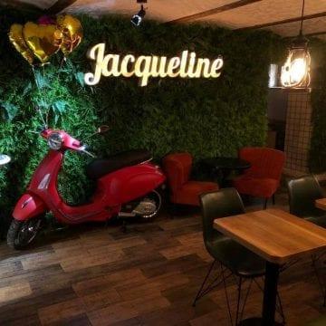 Cafeneaua Jacqueline scoate poetul din tine! Astăzi îți plătești cafeaua în versuri