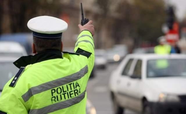 Năsăudean cu peri cărunți ce nu avea drept să conducă în România, prins de polițiștii dejeni