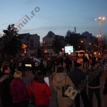 FOTO/VIDEO: Aproape 50 de bistrițeni au ieșit în stradă pentru a susține magistrații