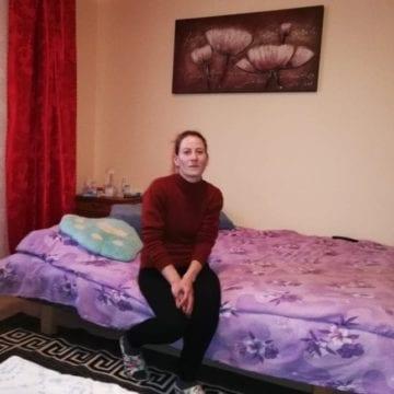 """Ramona și băieții ei au reușit să se mute într-un apartament! Au nevoie de ajutor să-l transforme în """"acasă""""!"""