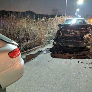 FOTO – O șoferiță a făcut două mașini praf din cauza neatenției
