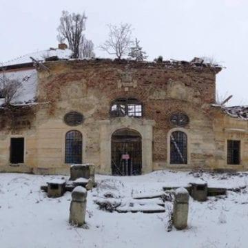 FOTO: Din 16 monumente istorice gata să se prăbușească, pentru 11 nici măcar nu există interes de reabilitare