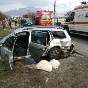 FOTO – Accident rutier în Tiha Bârgăului. Doi copii de 11 ani și trei adulți au fost răniți