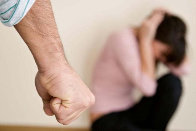 Un botoșănean a ajuns în arest după ce și-a lovit concubina, o tinerică bistrițeancă