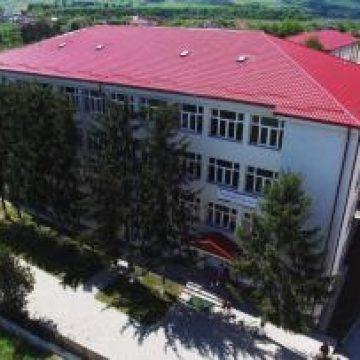 """Și părinții din Beclean trec la acțiune: Își doresc păstrarea clasei de Economic la Colegiul """"Petru Rareș"""""""