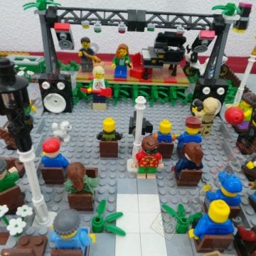 FOTO/VIDEO: La Bistrița s-a construit castelul medieval din 1 milion de cărămizi Lego!