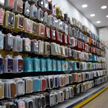 FOTO: La Spot GSM, o husă de telefon îți aduce încă una gratis