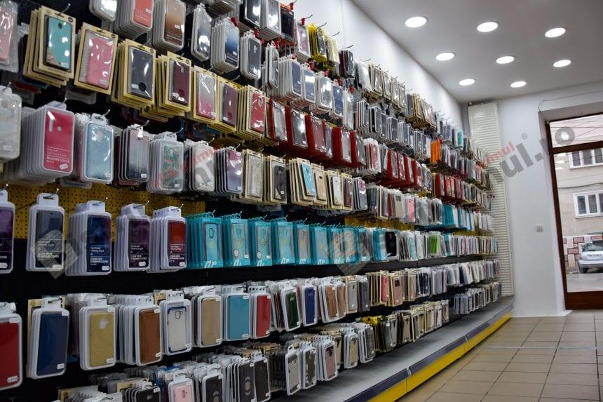 FOTO: La Spot GSM, o husă de telefon îți aduce încă una gratis. AFLĂ ce trebuie să faci: