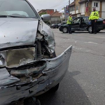 FOTO – Ăsta da ghinion! Un bărbat ce tocmai fusese externat din spital a fost trimis din nou la UPU de o șoferiță neatentă