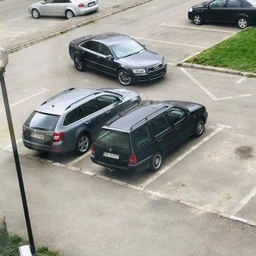 Parcatul aiurea se învață la școala de șoferi fără frecvență! VEZI isprava unui conducător auto: