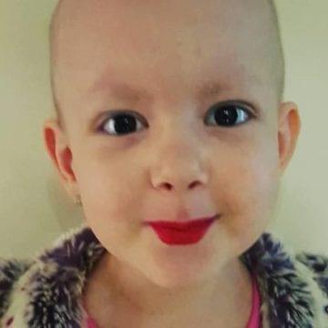 Salvează viața unei fetițe suferinde de cancer…cu ceva dulce!
