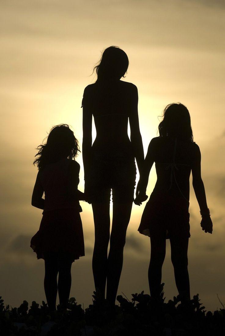 AȘA NU: O mamă și-a luat fiicele minore și au dat o spargere de peste 6.000 de euro