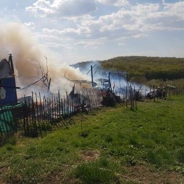 FOTO/VIDEO – Un incendiu a cuprins o casă din cartierul RAAL