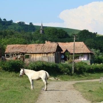 """Un """"city-break"""" într-un sat din Bistrița-Năsăud te poate întoarce cu 100 de ani în timp!"""