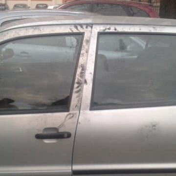 """FOTO/VIDEO: Distracție """"penală""""-Trei minori și un tânăr de bani gata au spart 16 mașini noaptea trecută"""