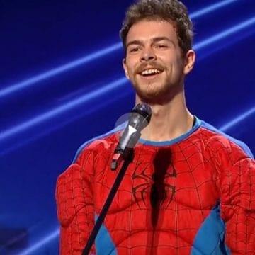 """VIDEO: Costumat în Spiderman, un bistrițean a dat lovitura la """"Românii au Talent""""!"""