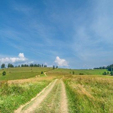 Via Transilvanica, drumul care unește, mai aproape de călători cu Ghidul Drumețului