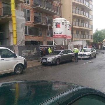FOTO: Un bistrițean a gonit cu poliția pe urme, din Jucu până-n Cluj, unde a băgat în spital doi copii