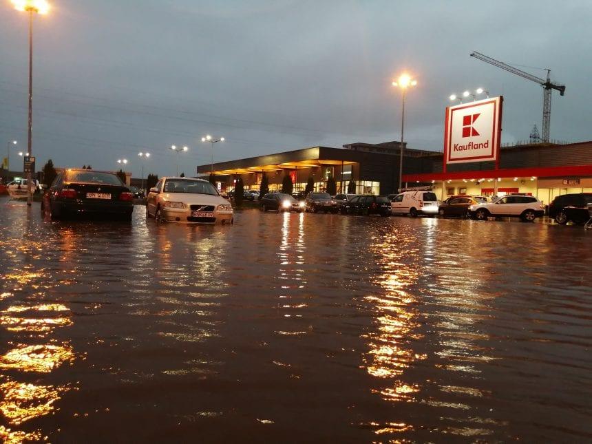 Vremea extremă a dat peste cap și planurile pentru cumpărături!