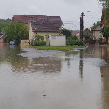 """Lână, lenjerie intimă, murături, printre """"cauzele"""" inundațiilor din Bistrița"""