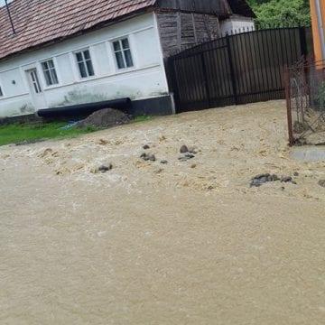 FOTO/VIDEO: Localnicii din TREI comune, avertizați prin Ro-Alert despre codul portocaliu de inundații