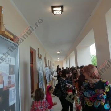 """FOTO/VIDEO: Absolvenții de la """"Corneliu Baba"""" – cuceritori, ieri seară, la Muzeul Județean"""