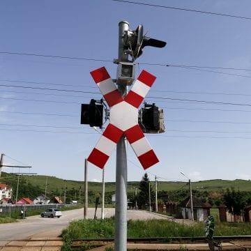 Situația la calea ferată din Viișoara, la doi ani de la moartea celor cinci copii: cartoane în lămpi!