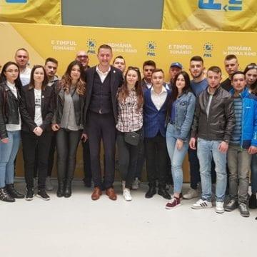 """TNL dă startul Caravanei """"Europa pentru Noi"""": E esențial ca tinerii să înțeleagă de ce trebuie să meargă la vot pe 26 mai"""