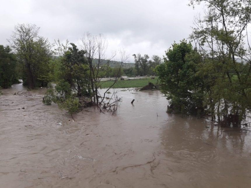 FOTO/VIDEO: Zeci de pompieri intervin în zonele afectate de inundații! Valea Budacului și a Șieului sub cod roșu!