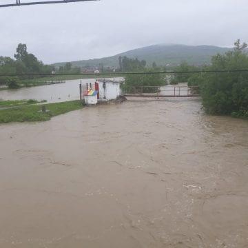 RISC! Cota de pericol, pe mai multe râuri din județ, depășită cu jumătate de metru! Sfaturi pentru localnici: