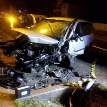 FOTO: Un tată și doi copii mici, implicați într-un grav accident în Dej