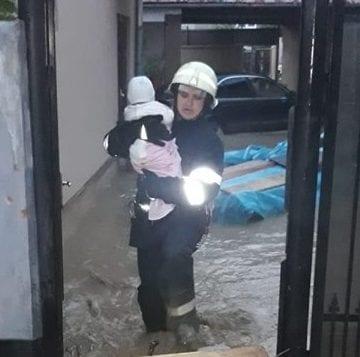 EMOȚIONANT- Și pompierii sunt tot oameni: Îmi venea să plâng când am văzut copilul!