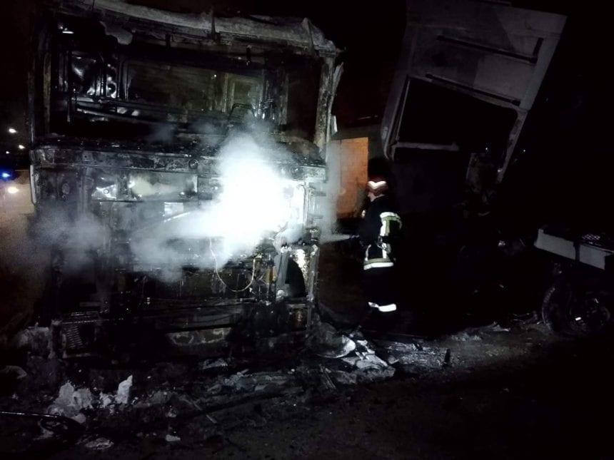 FOTO: Două TIR-uri cuprinse de flăcări în Poiana Ilvei!