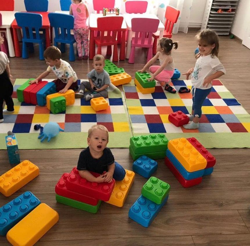 Happy Kids la NiNa Kids, de un an încoace! Învață și descoperă lumea prin joacă, printre zâmbete și îmbrățișări