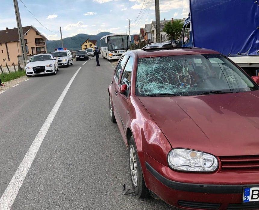 FOTO – Un bărbat a fost grav rănit după ce a fost lovit de o mașină în Rebrișoara