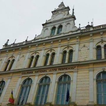 """VIDEO: Incendiu, la Colegiul """"Liviu Rebreanu"""" din Bistrița"""