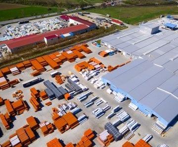 REVOLUȚIE! Două mari companii și-au împânzit acoperișul halelor cu panouri fotovoltaice. Ce au de gând: