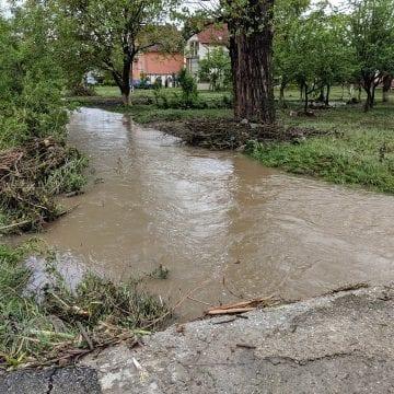 FOTO – BILANȚUL urgiei apelor de ieri: 50 de persoane au fost evacuate de pompierii militari și voluntari. 2.600 de salvatori și-au petrecut noaptea printre ape