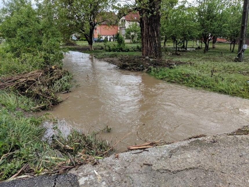 Apele amenință din nou! Avertizări COD ROȘU de inundații pentru mai multe localități