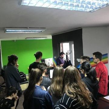 FOTO: Agenția publicitară Syro s-a transformat în sală de clasă pentru elevi curioși de la CNAM