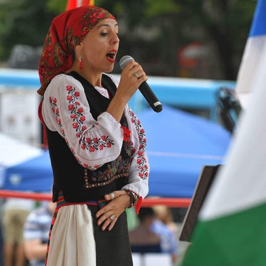 O bistrițeancă participă la un festival cultural, în Washington! Ne cere ajutorul pentru a face România cunoscută: