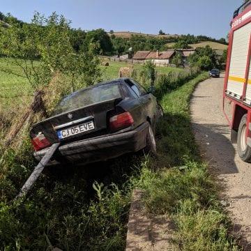FOTO: Băut fiind, și-a condus mașina într-un cap de pod
