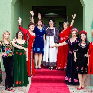 FOTO/VIDEO:  Frumuseţea nu are vârstă! Cele mai distinse femei din Țara Năsăudului, într-o inedită paradă de modă