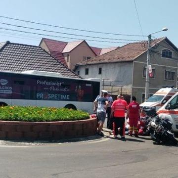 FOTO: Impact între o motocicletă și o ambulanță, pe Libertății