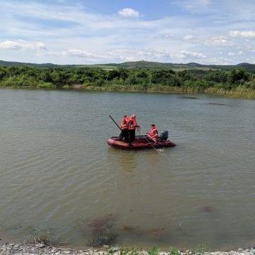 FOTO/VIDEO: Căutări intense după ce un bărbat s-ar fi înecat într-un lac, în Chiuza