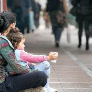 Apte de muncă, două femei, din Sălaj și Cluj, vin la Bistrița… să cerșească!