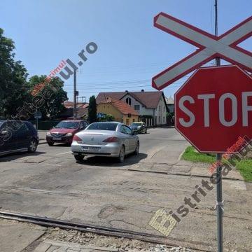 SURPRIZE, SURPRIZE! Două treceri la nivel cu cale ferată, blocate!