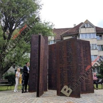 FOTO/VIDEO – ÎNĂLȚĂTOR: Rugăciune în ebraică și Rugăciunea Domnească, la inaugurarea monumentului dedicat evreilor deportați