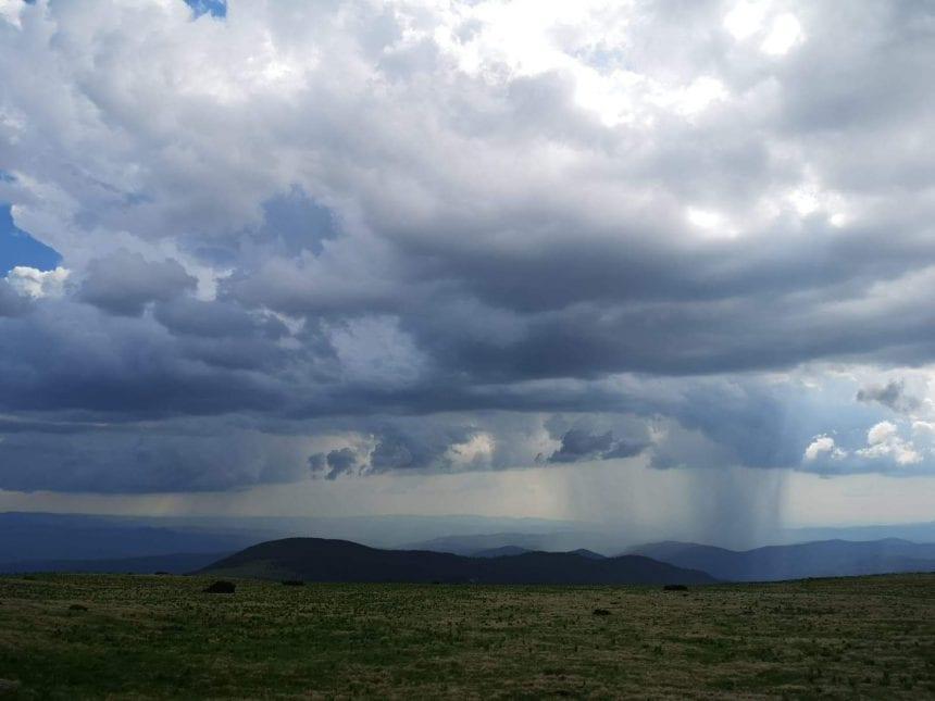 Bistrița-Năsăud din nou sub avertizări COD GALBEN de ploi torențiale și vijelii